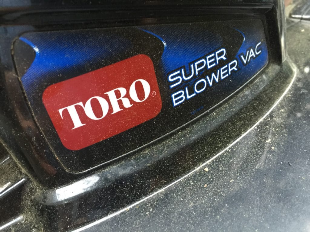 Toro electric leaf blower picture